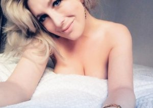 Leonine live escorts in North Vernon