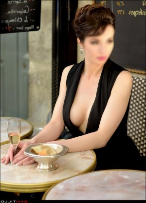 France-aimée milf call girls