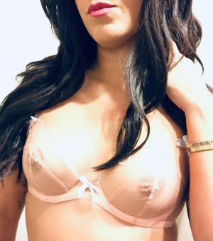 Chrislaine milf outcall escorts