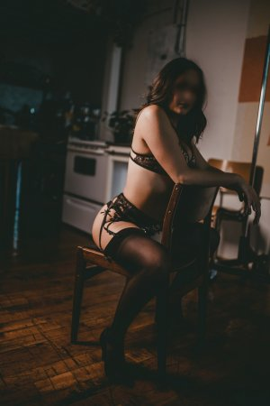 Luna-rose milf independent escort in Waltham Massachusetts
